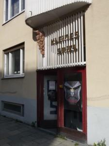 Foto: Eingang des Kleinen Spiels in der Arcisstraße, nach 2011