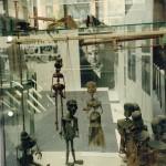 """Foto: Figuren aus """"La Ramée"""" (1957); Ausstellung zu Tankred Dorst im Gasteig München (1991)"""